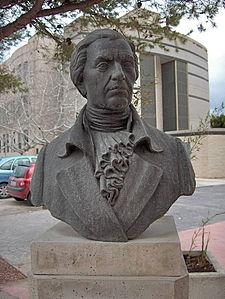 Busto de Francisco Javier Balmis en la Facultad de Medicina de la UMH en San Juan de Alicante.