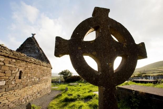 Cruz Celta del siglo XII en la iglesia de Kilmalkedar (Irlanda).