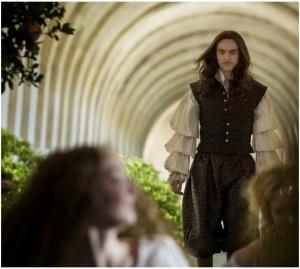 Fotograma de la serie Versailles