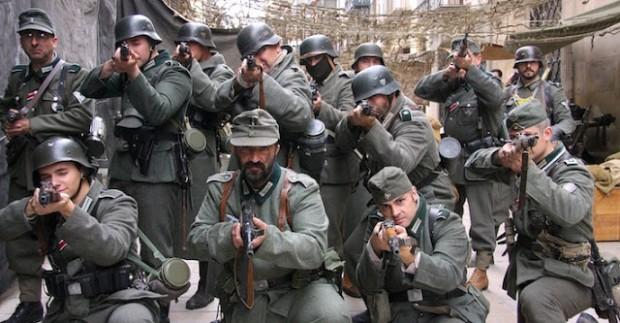 Un grupo de recreación, vestidos de soldados alemanes, durante el Certamen Internacional de Novela Histórica de Úbeda.
