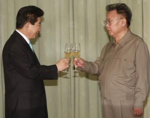 Kim Jong Il brinda con el presidente de Corea del Sur en 2007 (GTRES)