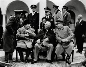 Stalin en la conferencia de Yalta (1945) con Churchill y Roosevelt (GTRES)
