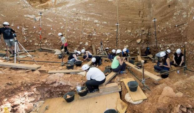 Trabajos de excavación en el yacimiento de Atapuerca (Burgos) (Santi Otero / EFE)