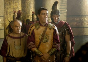 El actor Ciarán Hinds interpretaba a Julio César en 'Roma' (HBO)