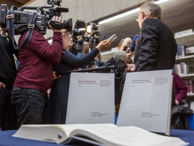 Copias de la edición crítica de 'Mein Kampf', durante una rueda de prensa en Munich (2016) / Agencia EFE