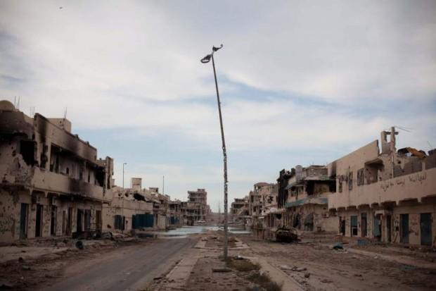 Las calles destrozadas de Sirte, donde murió Gadafi (EFE)