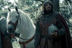 Sergio Peris Mencheta, caracterizado como El Cid, en El Minsiterio del Tiempo (RTVE).