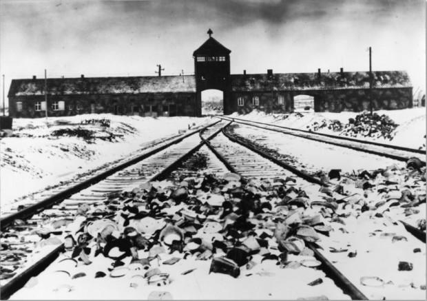Entrada al campo de Auschwitz-Birkenau en 1941 (GTRES)