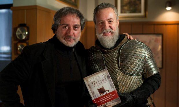 Javier Olivares, creador de El MInisterio del Tiempo y autor de 'Felipe', y Carlos Hipólito (FOTO: Tamara Arranz).