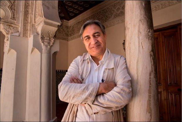El historiador e historiador José Luis Corral en Tordesillas (©CARLOS RUIZ B.K. / CEDIDA POR EDITORIAL PLANETA)