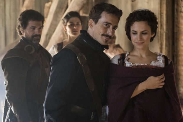 Los personajes de 'El Ministerio del Tiempo', en una de sus visitas al Siglo de Oro (TVE).