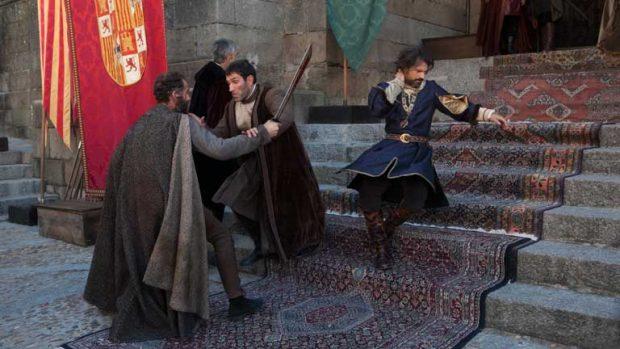 El atentado contra Fernando el católico recreado en la serie de televisión 'Isabel' (RTVE)