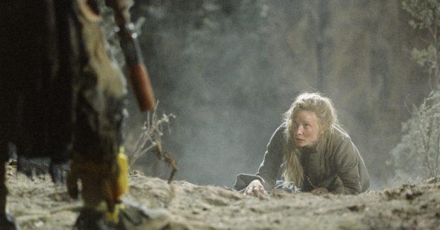 Cate Blanchett en un fotograma de la película 'Desapariciones', basada en la novela La última galopada.