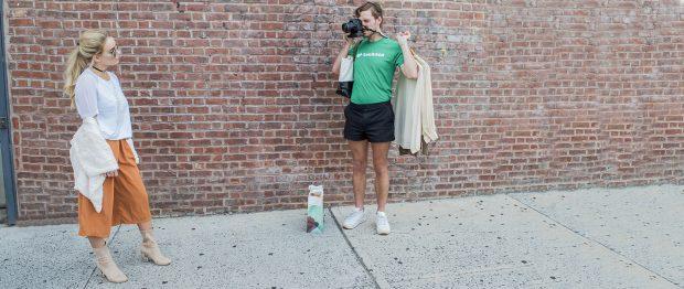 Un 'marido' de Instagram con las manos en la cámara. TASKRABBIT