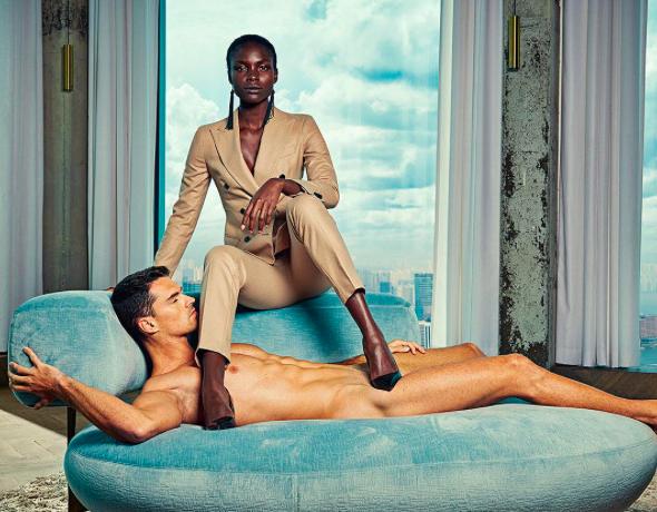 hombre desnudo ducha espalda contactos mujeres wasap