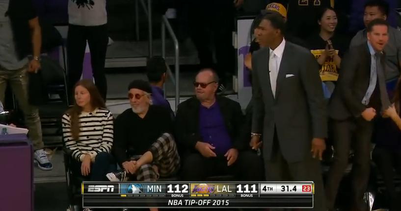 Jack Nicholson, sentado para ver a los Lakers en su estreno esta temporada. (NBA)