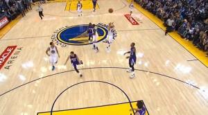 Stephen Curry lanzando de tres