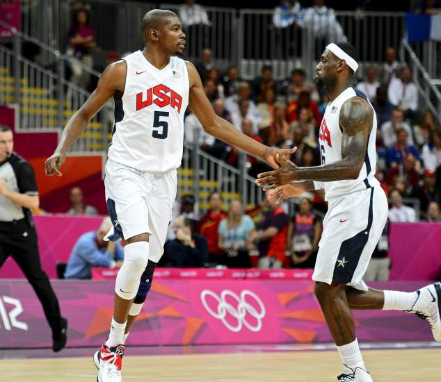 Kevin Durant y Lebron James (EFE).