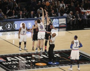 Salto en el All-Star entre Marc y Pau Gasol
