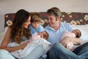 Matthew Broderick, Sarah Jessica Parker y su hijo James Wilkie con sus hermanas Marion Loretta Elwell y Tabitha Hodge