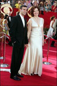 Geena Davis y Reza Jarrahy