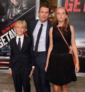 Ethan Hawke y sus hijos