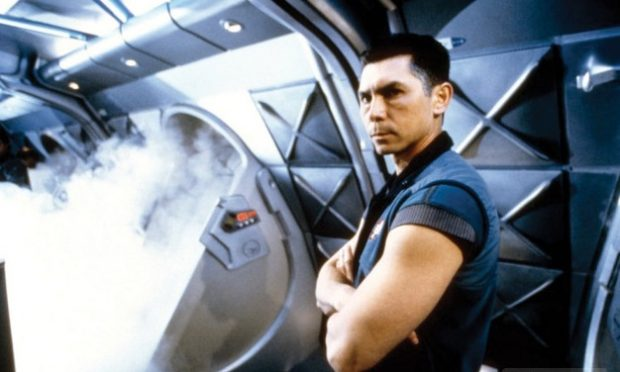 Lou Diamond Phillips en Supernova