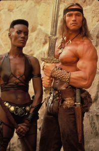 ARNOLD SCHWARZENEGGER Y GRACE JONES