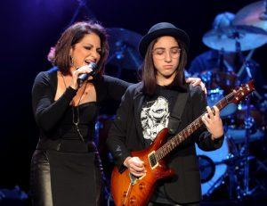 Gloria Estefan y su hija compartiendo escenario