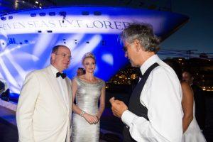 Bocelli acude a una gala en Monaco