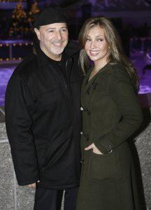 Tommy Mottola and Thalia en la navidad de 2006 EN nUEVA yORK