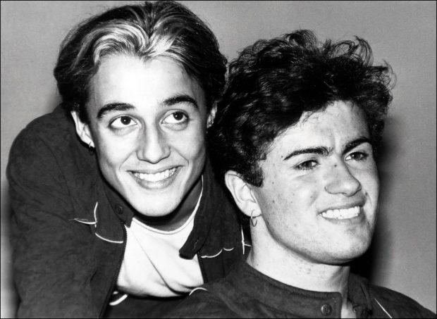 Los cantantes George Michael y Andrew Ridgley en una imagen promocional de Wham!