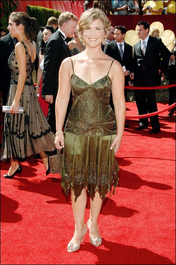 La actriz de Los problemas creces Tracy Gold en la gala de los premios Emmy 2006