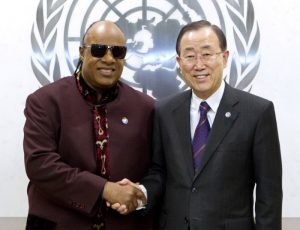 Stevie Wonder y Ban Ki-Moon en la ONU