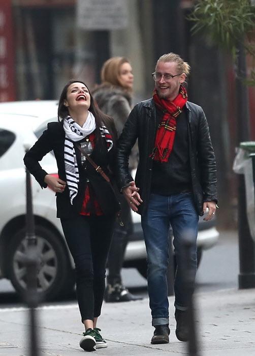 Macaulay Culkin Y Jordan Lane Price paseando en París