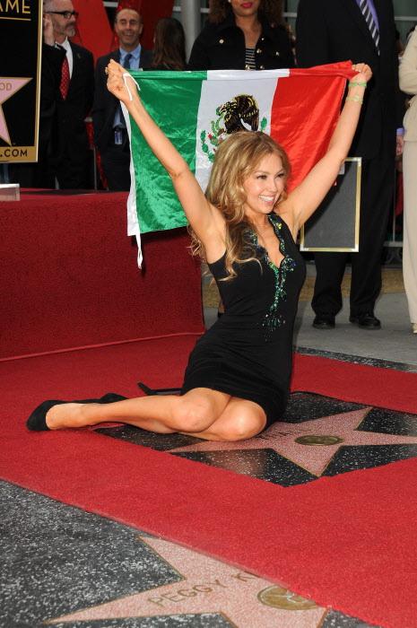 Thalia recibe la estrella en el Paseo de la Fama de Hollywood, el 5 de diciembre de 2013