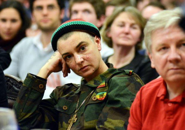 La cantante Sinead O'Connor en un debate católico en el Trinity College de Dublín, en febrero de 2014.