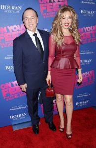 Thalía y Tommy Mottola En el estreno del musical de Gloria y Emilio Estefan en Broadway