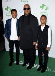 Stevie Wonder con dos de sus nueve hijos