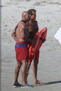 David Hasselhoff y Dwayne Johnson, muy compenetrados en el rodaje de Baywatch