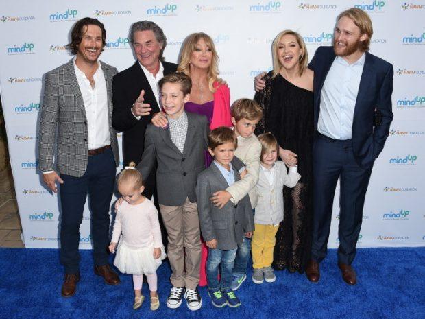 La familia Russell-Hawn al completo: Oliver Hudson, Kurt Russell, Goldie Hawn, Kate Hudson y Wyatt Russell, y toda su prole de nietos