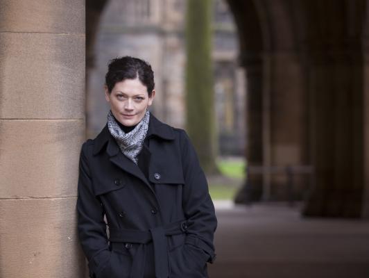 Sophie Ward en la película de terror 'Book of Blood'.