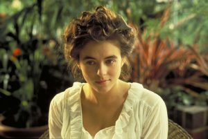 Elisabeth Hurley, casi adolescente en Las aventuras del joven Indiana Jones