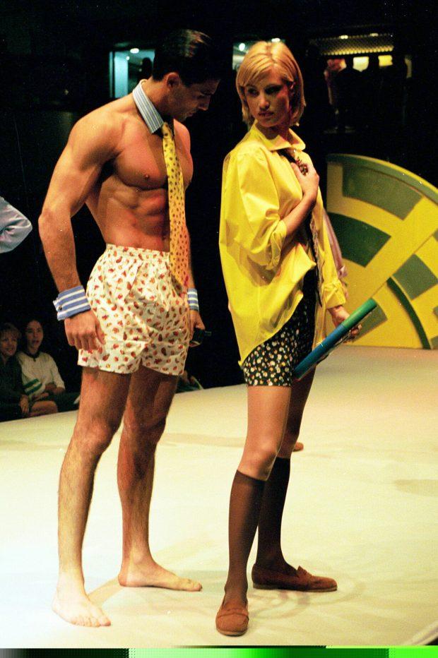 La modelo Eva Sannum desfilando en un pase de moda organizado por el Centro Comercial Sexta Avenida (Las Rozas, Madrid), noviembre de 1997