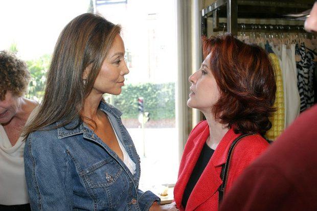 Cristina García Ramos y Isabel Preysler, con la que mantuvo una gran relación en los Premios Aguja de Oro 2005.