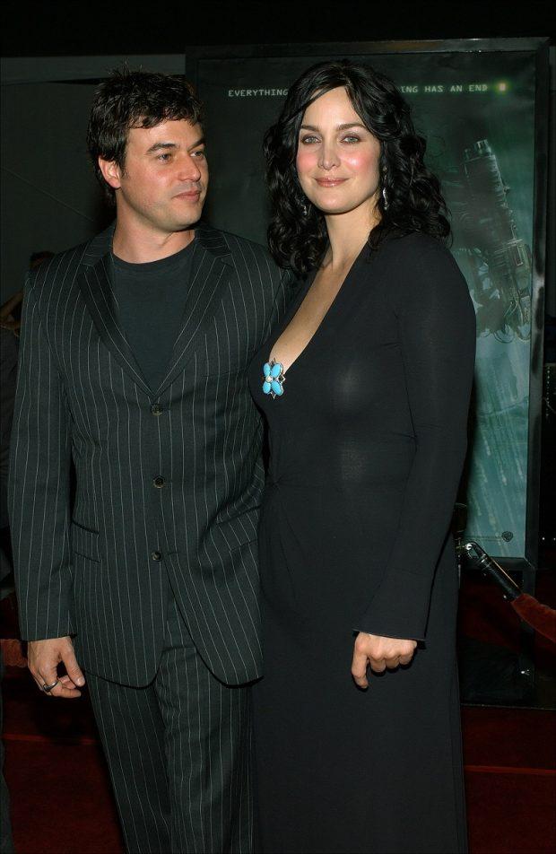 Carrie Anne Moss y Steven Roy en la presentación de la película Matrix revolutions en octubre de 2003, al poco de tener a su primer hijo. (GTRES)