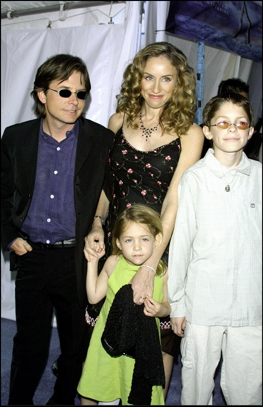Michael J. Fox, Tracy Pollan y sus hijos en la premiere de la película de Disney 'Atlantis', donde el actor doblaba al protagonista Milo (2001). (GTRES)