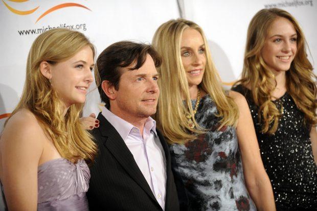 Michael J. Fox y Tracy Pollan con sus hijas Esme Fox, Schuyler Fox y Frances Fox en un acto benéfico en Nueva York