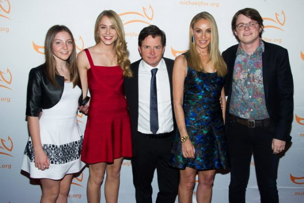 El actor con su familia al completo: ichael J Fox with Esme Fox, left, Aquinnah Fox, Tracy Pollan y Sam Michael Fox en 2014