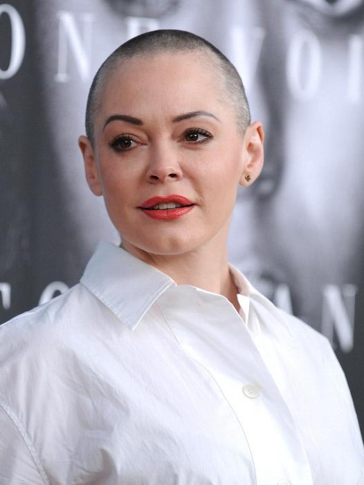La actriz de Embrujadas Rose McGowan con su cabeza rapada en marzo de 2016. (GTRES)